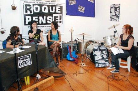 MnV + coletivo Flores Crew na abertura do Festival Roque Pense (RJ). Junho/2012