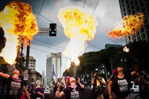 Fuzarca Feminista em ação no 8 de março. Foto: FdE