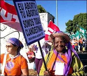 """Eu aborto, tu abortas, somos todas clandestinas"", MMM."