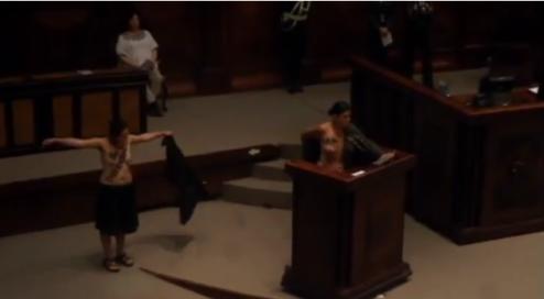 Intervenção feminista na Assembleia Nacional do Equador.