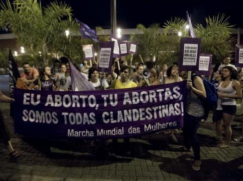 Manifestação na porta do Miss Brasil 2013 marca o 28/09 em Belo Horizonte.