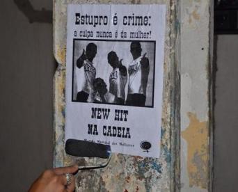 Intervenção urbana da Marcha Mundial das Mulheres sobre o caso da banda New Hit.