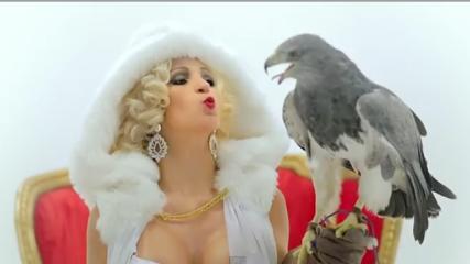 """Valeska Popozuda em cena de seu novo clipe """"Beijinho no Ombro""""."""