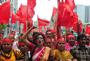 Solidariedade e luta: mulheres marcham em Bangladesh. Fonte: Freedom Road Socialist Organization