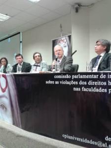 Reitor Marco Antonio Zago falando na CPI